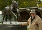 Bill Nack in 2005 beside the Secretariat statue at Belmont Park