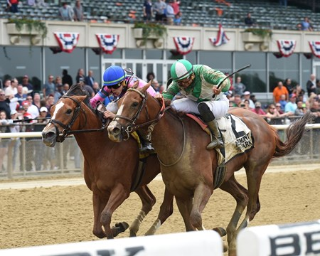 Holiday Disguise wins the 2018 Critical Eye Stakes