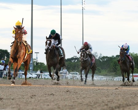 Testing One Two wins the 2018 Louisiana Legends Soiree Stakes at Evangeline Downs May 26th.