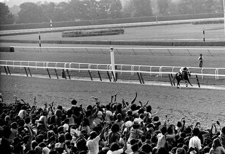 Secretariat wins the 1973 Belmont Stakes