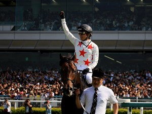 Mikki Rocket and jockey Ryuji Wada after their victory in the Takarazuka Kinen