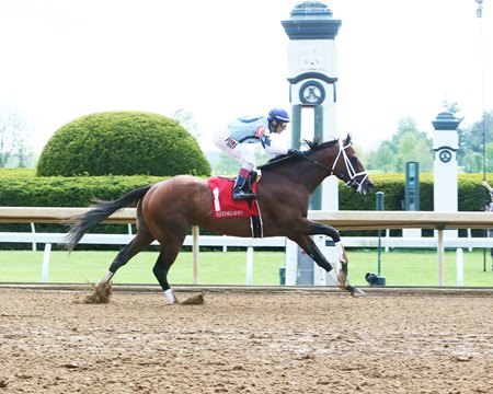 Wooderson wins a 2019 allowance race at Keeneland