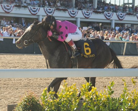 Diva Delite wins the 2010 Florida Oaks at Tampa Bay Downs