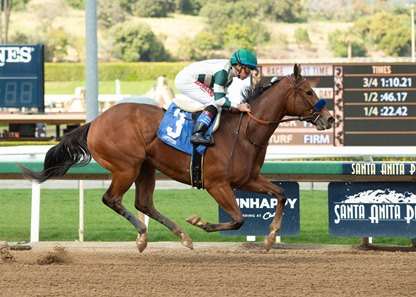 Gamine Blows Field Away Upon Debut - BloodHorse